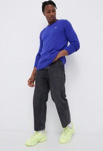 Fioletowy sweter Tommy Jeans z bawełny z okrągłym dekoltem