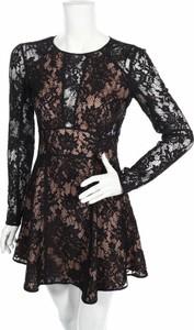 Czarna sukienka The Jetset Diaries z długim rękawem mini z okrągłym dekoltem