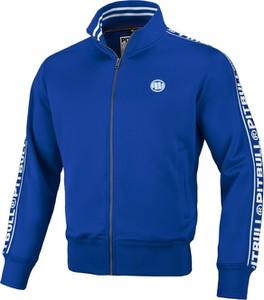 Niebieska bluza Pit Bull West Coast w młodzieżowym stylu