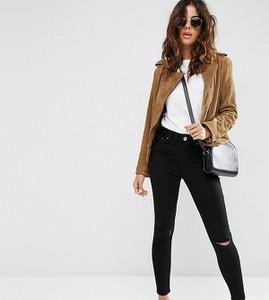 Czarne jeansy Asos w street stylu