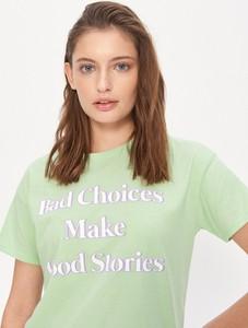 Zielony t-shirt House z krótkim rękawem z okrągłym dekoltem w młodzieżowym stylu