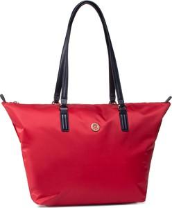 Czerwona torebka Tommy Hilfiger matowa w stylu casual na ramię
