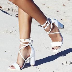 Sandały Sandbella ze skóry ekologicznej na słupku z klamrami
