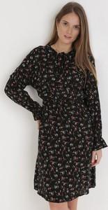 Czarna sukienka born2be z długim rękawem mini