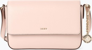 a4c8cd6b148ec Różowa torebka DKNY na ramię z breloczkiem mała