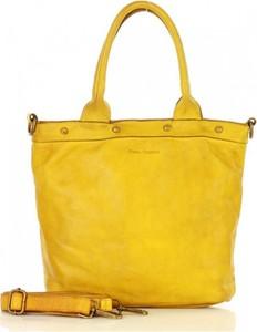 Żółta torebka MAZZINI duża ze skóry w wakacyjnym stylu