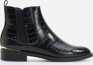Czarne botki Reserved w stylu casual z płaską podeszwą