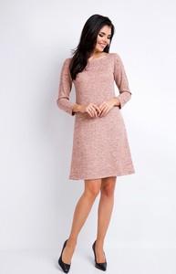 Różowa sukienka Awama mini z okrągłym dekoltem trapezowa