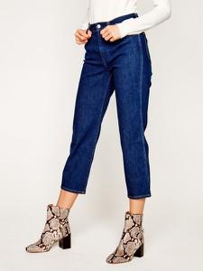 Granatowe jeansy Wrangler w street stylu