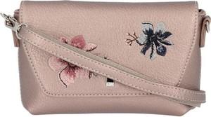 Różowa torebka David Jones w stylu boho na ramię średnia