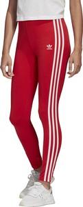 Czerwone legginsy Adidas w sportowym stylu
