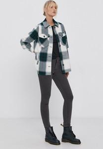Jeansy Vero Moda w street stylu