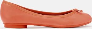 Pomarańczowe baleriny Kazar w stylu casual ze skóry