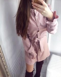 Różowa sukienka Yasmin Boutique koszulowa z bawełny w stylu casual