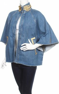 Niebieska kurtka Silvian Heach w młodzieżowym stylu