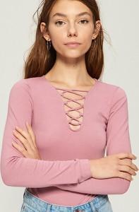Różowa bluzka Sinsay ze sznurowanym dekoltem z długim rękawem