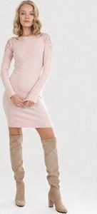 Różowa sukienka born2be w stylu casual mini z długim rękawem