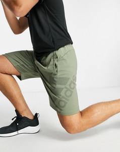 Zielone spodenki Adidas Performance w sportowym stylu