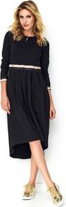 Czarna sukienka Makadamia midi z długim rękawem asymetryczna