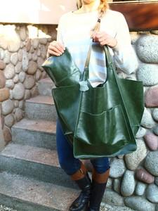 Zielona torebka TrendyTorebki ze skóry w wakacyjnym stylu duża
