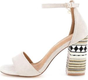 Sandały Prima Moda z klamrami w stylu casual na słupku