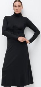 Czarna sukienka Reserved z golfem midi