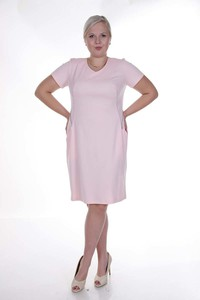 Różowa sukienka Fokus midi z krótkim rękawem ołówkowa