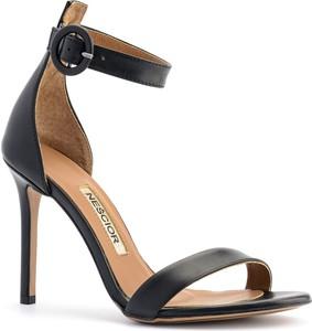 Czarne sandały Nescior w stylu klasycznym na wysokim obcasie ze skóry