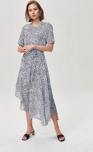 Sukienka FEMESTAGE Eva Minge w stylu casual z tkaniny z okrągłym dekoltem