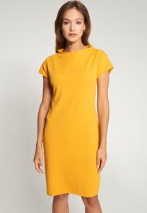 Żółta sukienka QUIOSQUE z krótkim rękawem mini prosta