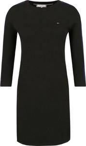 Sukienka Tommy Hilfiger z okrągłym dekoltem w stylu casual dopasowana