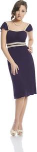 Fioletowa sukienka Fokus ołówkowa midi z dekoltem w karo