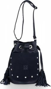 Czarna torebka Roberto Ricci w stylu boho z frędzlami na ramię