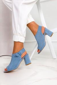 Niebieskie sandały Casu z klamrami ze skóry
