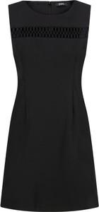 Sukienka Guess z okrągłym dekoltem trapezowa mini