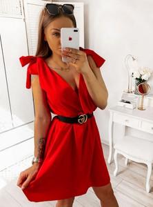 Sukienka Pakuten z dekoltem w kształcie litery v w stylu casual