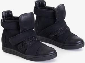 Czarne buty sportowe Royalfashion.pl na koturnie z zamszu