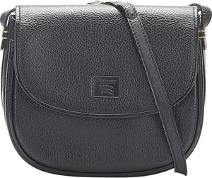 Czarna torebka Burberry średnia na ramię