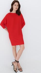 Czerwona sukienka Mohito mini z okrągłym dekoltem