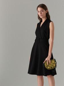 Czarna sukienka Mohito bez rękawów z dekoltem w kształcie litery v midi