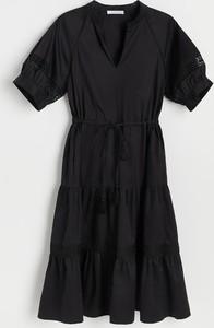 Sukienka Reserved z krótkim rękawem z dekoltem w kształcie litery v