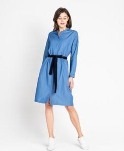 Niebieska sukienka Lee z długim rękawem