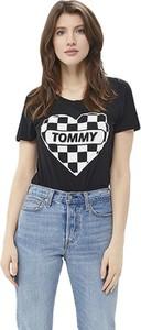 Czarny t-shirt Tommy Jeans w młodzieżowym stylu z okrągłym dekoltem