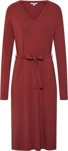 Czerwona sukienka mbyM z długim rękawem z dekoltem w kształcie litery v w stylu casual