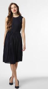 Niebieska sukienka Only midi z okrągłym dekoltem