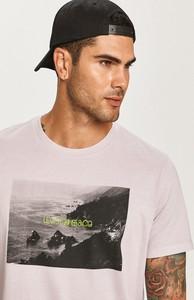 T-shirt Levis z nadrukiem w młodzieżowym stylu z krótkim rękawem
