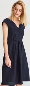 Sukienka Reserved trapezowa bez rękawów z dekoltem w kształcie litery v