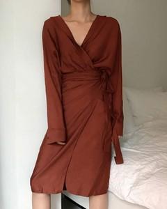 Sukienka Kendallme z długim rękawem kopertowa z dekoltem w kształcie litery v