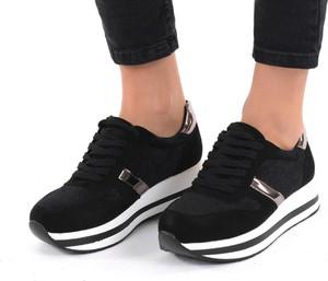 Czarne buty sportowe modoline sznurowane z płaską podeszwą w sportowym stylu