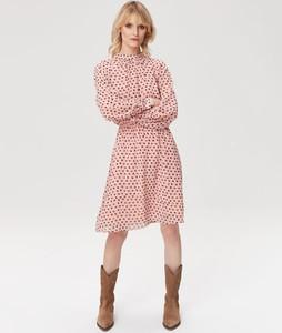 Różowa sukienka FEMESTAGE Eva Minge z długim rękawem z golfem w stylu casual
